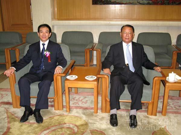 九届全国政协副主席赵南起和延吉市副市长李俊杰