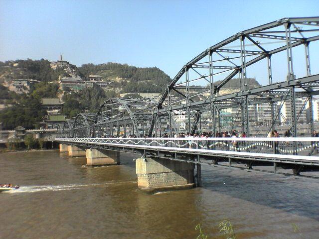"""5米的黄河第一座铁桥,初名""""兰州黄河铁桥"""""""