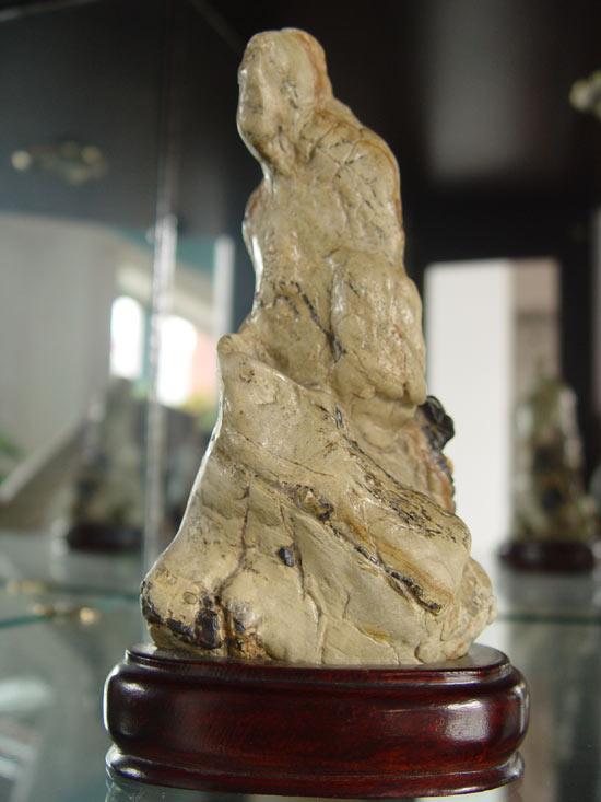有谁知道有实力的奇石收藏家的联系方试,最好有电子邮件