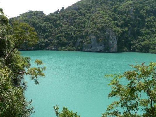 5公里,是典型的高峡平湖风景区.