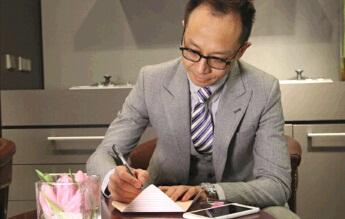 《时尚江湖》节目联合出品人,主持人瘦马